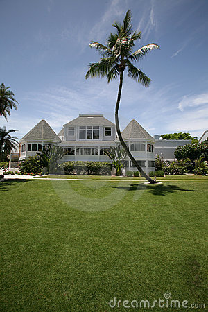 Free Beach Front Estate Home Stock Photography - 5672632