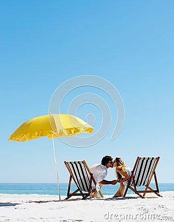 Free Beach Summer Umbrella Kiss Royalty Free Stock Photo - 23871915