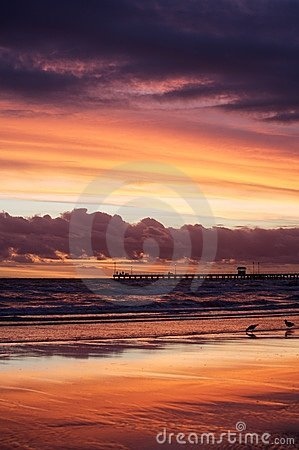 Beach sunset / sunrise over the sea