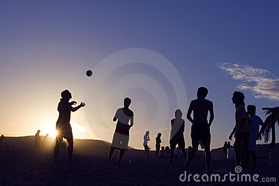 Beach-Volley at sunset