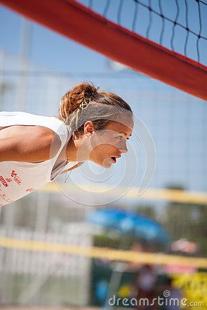 Free Beach Volleyball. Beach Volley. Athlete Woman Waiting Service Stock Images - 76637414
