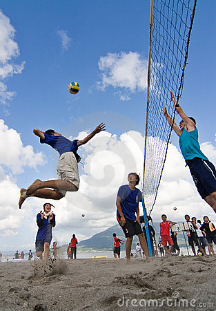 Free Beach Volleyball Spike Royalty Free Stock Photography - 12913477
