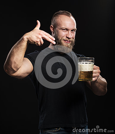Free Bearded Man Standing With A Mug Of Light Beer Stock Photo - 66852650