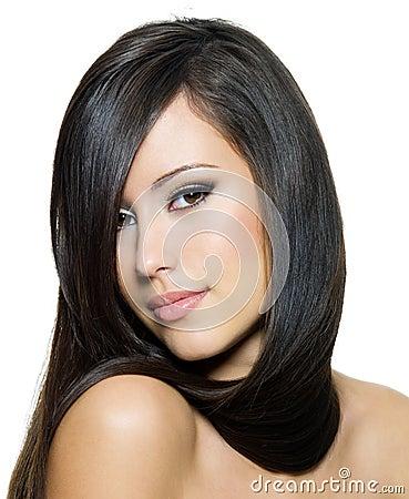 Beau femme avec le long cheveu droit