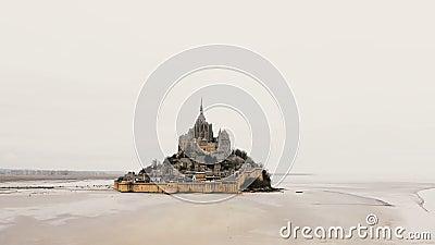 Beau tir aérien, bourdon se levant près de Mont Saint Michel majestueux, île de marée iconique avec l'abbaye chez la Normandie, F banque de vidéos