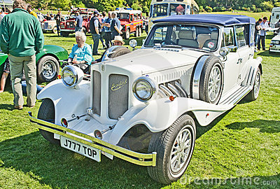 Beaufort white wedding car at Forres Theme day. Editorial Stock Image