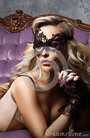 Free Beautiful And Young Woman Posing In Sexy Lingerie And Venetian M Royalty Free Stock Photo - 93759415
