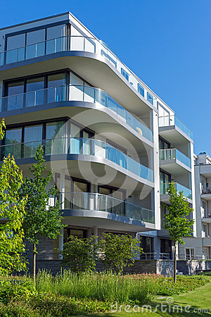 Free Beautiful Apartment House Royalty Free Stock Images - 31573819