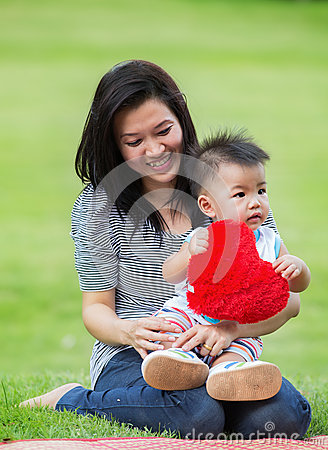 Free Beautiful Asia Mother And Baby Royalty Free Stock Images - 42963769