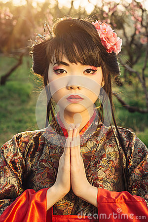 Free Beautiful Asian Woman In Sakura Blossom Royalty Free Stock Images - 53473339