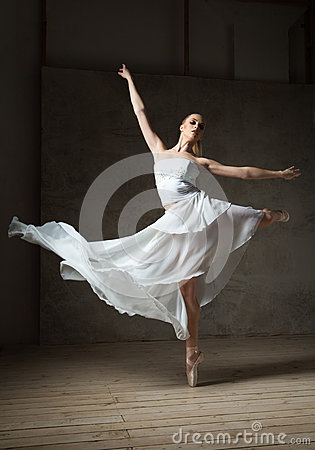 Free Beautiful Ballet Dancer In White Costume With Waving Skirt Dancing Royalty Free Stock Photography - 74761937