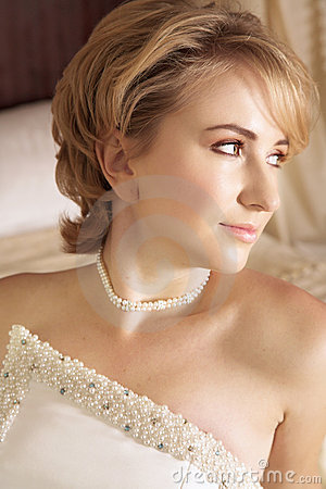 Free Beautiful Blond Bride In Pearl Royalty Free Stock Image - 2356726