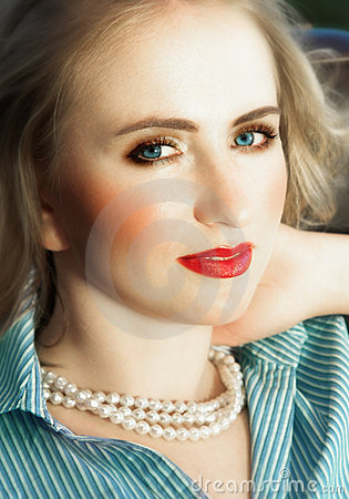 Free Beautiful Blond With Red Lips Royalty Free Stock Photo - 2005345