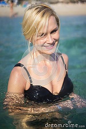 Free Beautiful Blonde Woman Swimming In The Ocean Royalty Free Stock Image - 40905786