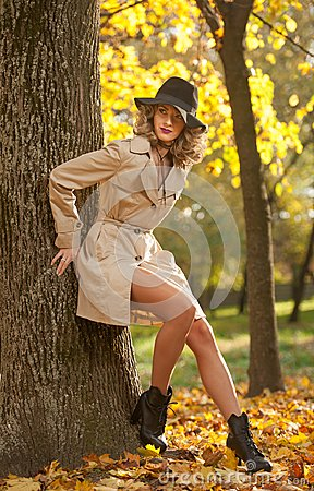 Free Beautiful Blonde Woman With Cream Coat , Long Legs And Black Hat In A Autumn Scene . Royalty Free Stock Photo - 105074245