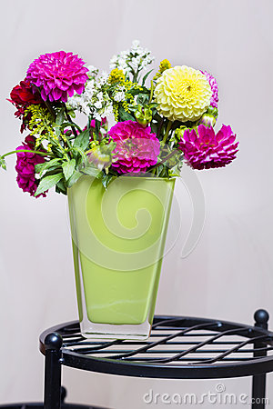 Free Beautiful Bouquet Of Chrysanthemums Flowers In Green Vase Royalty Free Stock Image - 59889006