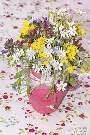 Free Beautiful Bouquet With Wild  Flowers In Pink Vase With Ribbon Stock Images - 67168984