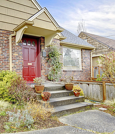 Free Beautiful Brick House With Red Entrance Door Royalty Free Stock Photos - 38412678