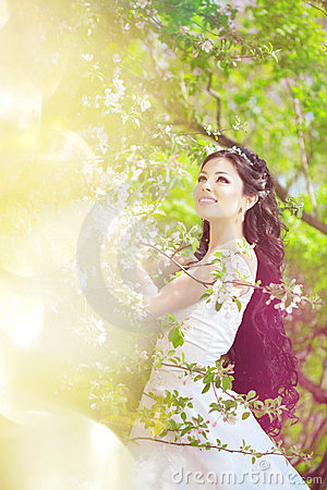 Free Beautiful Bride In A Blossoming Garden Royalty Free Stock Photo - 20201765