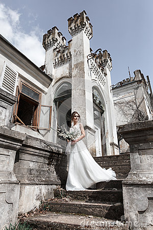 Free Beautiful Bride Near The Ancient Building Royalty Free Stock Image - 92066876