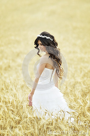 Free Beautiful Bride Outdoor Stock Images - 43955144