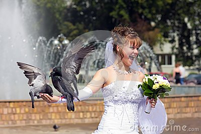 Beautiful bride with a pigeons