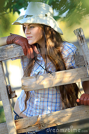 Free Beautiful Cowgirl In Stetson Royalty Free Stock Photos - 21394018