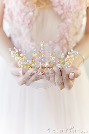 Free Beautiful Delicate Crown In The Style Of Fine Art At The Hands Of-girl Bride Stock Image - 90407441