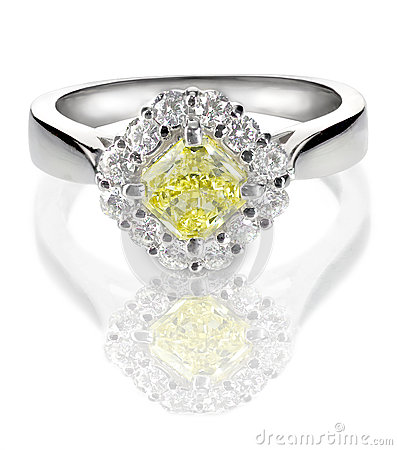 Free Beautiful Diamond Ring With Canary Yellow Or Topaz Center Stone Stock Photography - 37276682