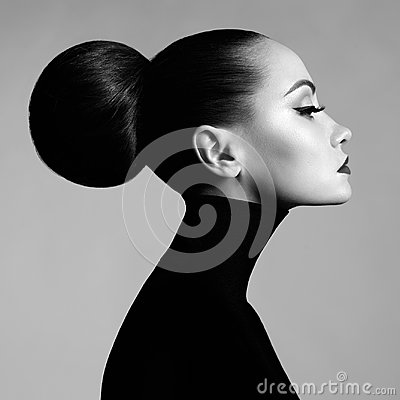 Free Beautiful Elegant Woman In Black Turtleneck Stock Photos - 105314593