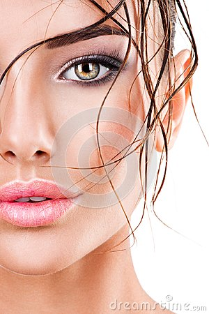 Free Beautiful Face Of A Woman With Dark Brown Eye Makeup Stock Photography - 99770822