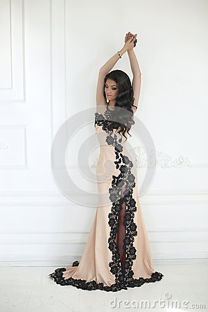 Free Beautiful Fashion Brunette Woman In Elegant Dress With Long Wavy Royalty Free Stock Image - 75308316