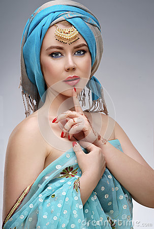 Free Beautiful Fashion East  Woman Portrait With Oriental Accessories Stock Image - 69770311