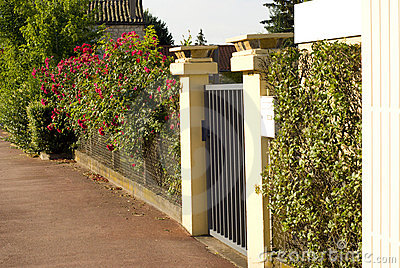 A gate and fence entrance to a front yard. & Beautiful Gate Entrance To A Front Yard Stock Photos - Image ... Pezcame.Com