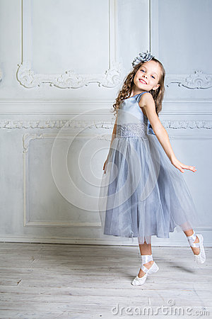 Free Beautiful Girl In Gray Dress And Pointe Shoes Is Posing In The R Stock Photo - 47034980