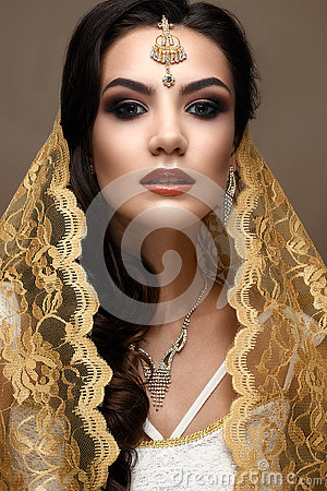 Free Beautiful Girl In Indian Style With A Scarf On Her Head. Model With A Creative And Bright Makeup Stock Images - 76283934