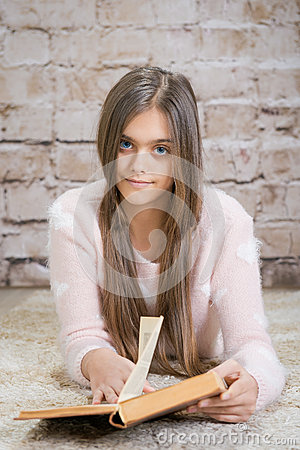 Free Beautiful Girl Reading Book. Royalty Free Stock Images - 69500489