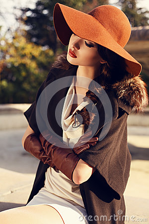 Free Beautiful Girl With Dark Hair Wearing Elegant Coat,hat And Gloves Royalty Free Stock Photo - 47370005