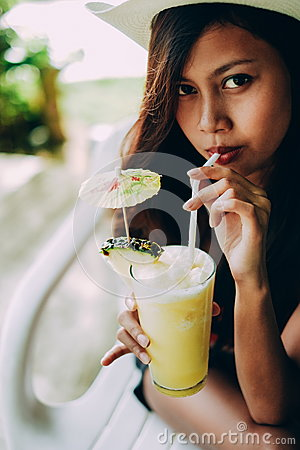 Free Beautiful Girl With The Hat, Drinking Fresh And Refreshing Pineapple Juice, Summer Holiday Vacation Stock Images - 91813634