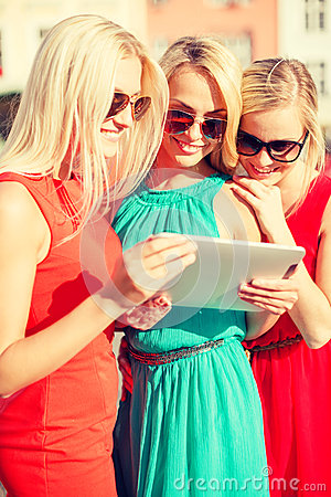 Beautiful girls toursits looking into tablet pc