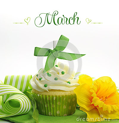 Free Beautiful Green And Yellow Spring Theme Cupcake With Doffodils And Decorations For The Month Of March Royalty Free Stock Image - 40685156