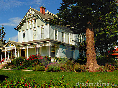 Beautiful house and  frontyard