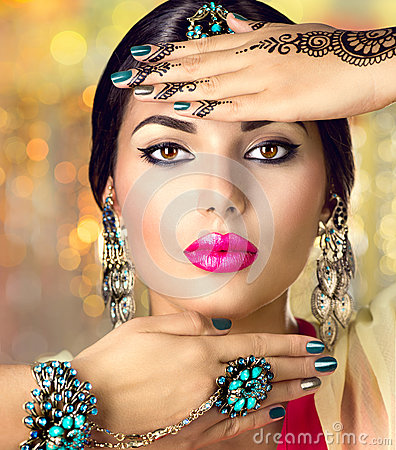 Free Beautiful Indian Woman With Black Mehndi Tattoo. Indian Girl Stock Images - 59222314