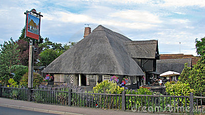 Beautiful kent country thatched roof pub