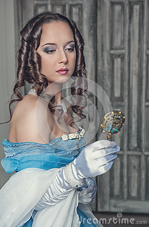 Free Beautiful Medieval Woman In Blue Dress With Mirror Royalty Free Stock Photography - 45382517