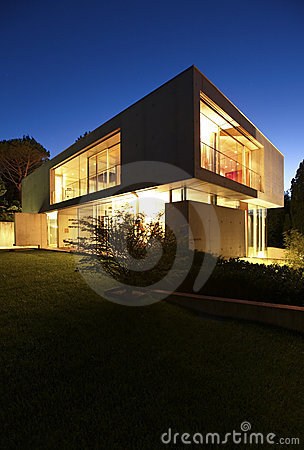 Free Beautiful Modern House Outdoors At Night Royalty Free Stock Photos - 20288988