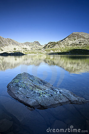 Free Beautiful Morning Sun On Peaks Reflected In Lake Royalty Free Stock Photography - 22631347