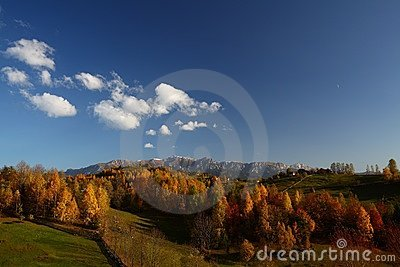 Beautiful mountain scenery and autumn foliage