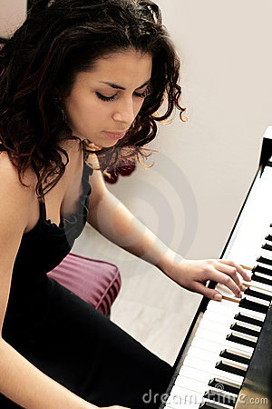 Free Beautiful Pianist Royalty Free Stock Photography - 328087