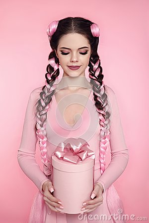 Free Beautiful Pretty Teen Girl Present Gift Box With Bow Over Pink S Stock Photo - 106495920
